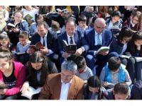 Edirne'de caddede kitap okudular
