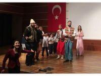 Dünya Tiyatro Günü'nü sahneledikleri oyunla kutladılar