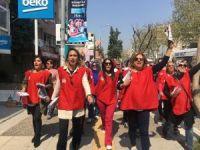 İzmirli kadınlardan sloganlı 'evet' kampanyası