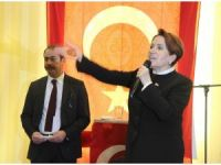 Meral Akşener'e balkondan 'evet' protestosu