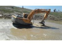 Karakozan Mahallesinde gölet temizliği