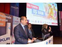 Türkiye'de her yıl iş piyasasına 900 bin yeni genç giriyor