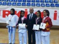 Karate'de 10 sporcu yarı finallerde