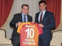 Dursun Özbek, KKTC Başbakanı Hüseyin Özgürgün'ü ziyaret etti