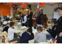 Engelli öğrencilerden hastane sınıfına ziyaret