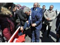 Bakan Arslan Sarıkamış'ta esnafı ziyaret etti