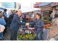 Başkan Eşkinat Regaip Kandili dolayısıyla Perşembe pazarında kandil simidi dağıttı