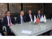 Bakan Özlü, Bursa'da 'hayır' çadırını ziyaret etti