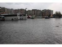 Aydın'da sağnak yağmura teslim oldu