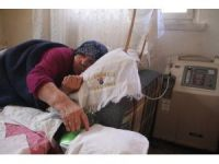 Elektrik borcunu ödeyemeyen yaşlı kadının hayatı elektriğe bağlı