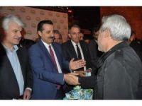 Bakan Çelik Ulu Cami'de vatandaşların kandillerini kutladı