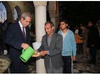 Haliliye Belediyesinden vatandaşlara sabah namazında tirit ikramı