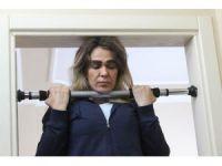 Eşinden boşanan Survivor Nagihan 'evde kalmış' kızı oynuyor
