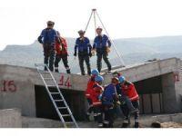 """Afyonkarahisar'da helikopter destekli gerçeğini aratmayan """"deprem"""" tatbikatı"""