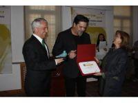 Beyazıt Öztürk, Anadolu Üniversitesi'ndeki ödül törenine katıldı