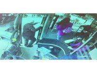 Yol ücretini vermek istemeyen gençler otobüs şoförünü bıçakladı