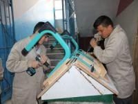 Yozgat'ta öğrenciler eğitim gördükleri sıraları kendileri üretiyor