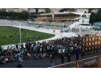 Bursasporlu taraftarlar, seyircisiz maçı dev ekranda izledi