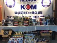 İzmir'de kamyonet   içerisinde gümrük kaçağı eşyalar yakalandı.