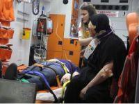 Viyadükte asılı kalan tırın sürücüsünü itfaiye kurtardı