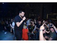 Azis İzmir'de sahne aldı