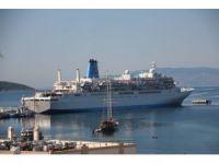 Bodrum'a sezonun ilk gemisi geldi bin 200 yolcuyla geldi