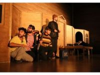 Haliliye tiyatro grubunun duvarların ötesi gösterimi beğeni topladı