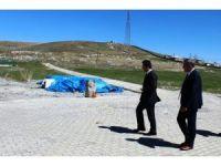 Çaldıran Kaymakamı ve Belediye Başkan Vekili Dündar'dan asırlık mezara ziyaret