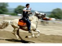 Rahvan atları fetih şenlikleri kapsamında koştu