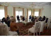 Vali Necati Şentürk'ün eşi Sevim Şentürk, şehit ailelerini ağırladı