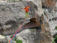 İp üzerinde bin 210 metre yürüdü