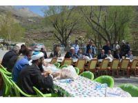 Ağrı'da tarihi türbede  çorba ikramı