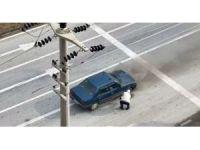 Hareket halindeki otomobil alev aldı