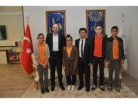 Bilgi ve Kültür Yarışması birincileri Başkan Ayaz'ı ziyaret etti