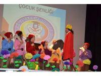 Saruhanlı'da çocuklar şenlikte eğlendi
