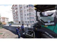 Çöşnük Mahallesindeki 22 sokakta 10 km'lik sıcak asfalt yapıldı