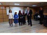 Vali Tuna Hilvanlı öğrencilere çeyrek altın hediye etti