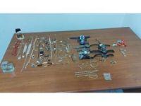İş yerinden hırsızlık yapan 2 kişi tutuklandı