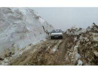 Tokat'ta karla kaplı yayla yolu ulaşıma açıldı