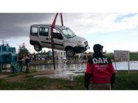 Sulama kanalına devrilen aracın şoförü ve eşi hayatını kaybetti