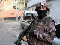 Adana'da aranan şahıslara özel harekatlı baskın