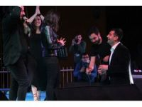 İmera konserinde sevgilisine sahneden evlenme teklif etti