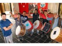 Ramazan davulcularına hem ritm hem iletişim eğitimi