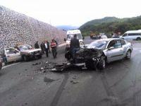 Otomobil ve kamyonet çarpıştı: 4 yaralı
