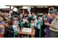 Özel öğrenciler mezun oldu kep giydi