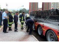 Seyir halindeki tırdan yükselen dumanlar paniğe neden oldu