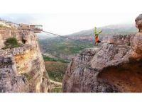 İsviçreli dağcı Volery'den nefes kesen gösteri