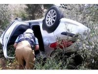 Direksiyon hakimiyetini kaybeden otomobil zeytinlik alana uçtu: 1 ölü