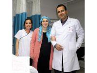 Ağrılarından ayağa kalkamayan kadın tedavi olduğu hastaneden yürüyerek ayrıldı