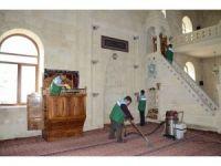 Darende'de camilerde Ramazan temizliği yapıldı